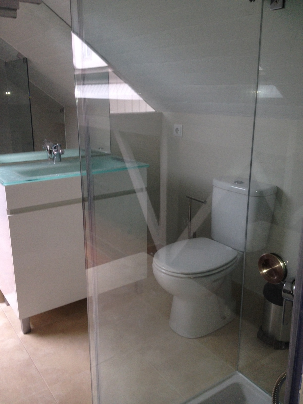 Laurel Luxury's top floor bathroom, a work of modern architecture